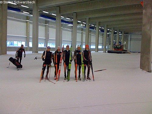 Die Damenmannschaft in der Skihalle